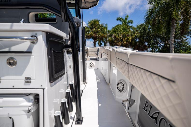Thumbnail 21 for Used 2021 Blackfin 332CC boat for sale in Islamorada, FL