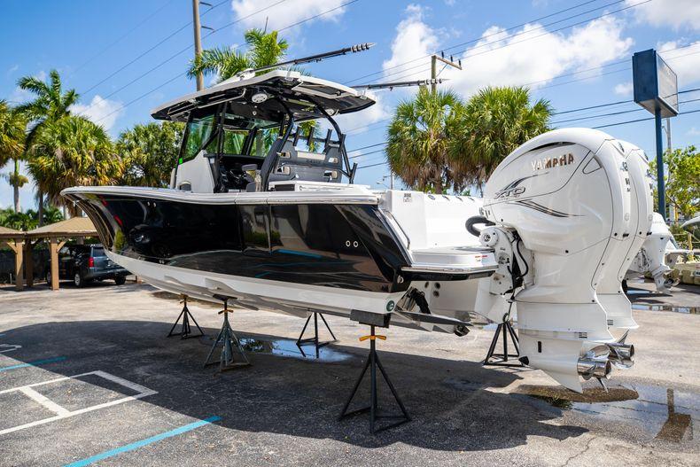 Thumbnail 7 for Used 2021 Blackfin 332CC boat for sale in Islamorada, FL