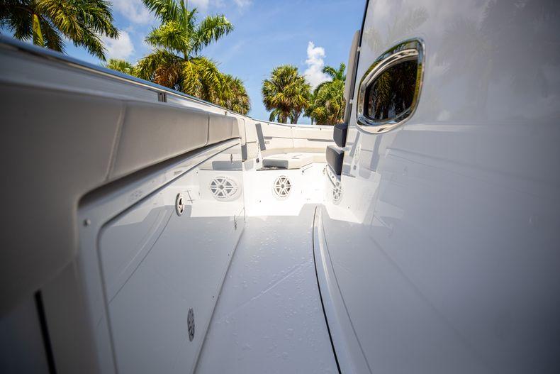 Thumbnail 55 for Used 2021 Blackfin 332CC boat for sale in Islamorada, FL