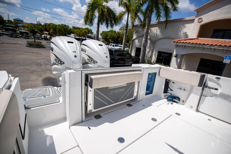 Thumbnail 14 for Used 2021 Blackfin 332CC boat for sale in Islamorada, FL