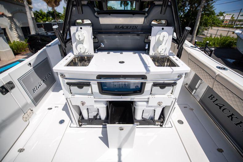 Thumbnail 27 for Used 2021 Blackfin 332CC boat for sale in Islamorada, FL