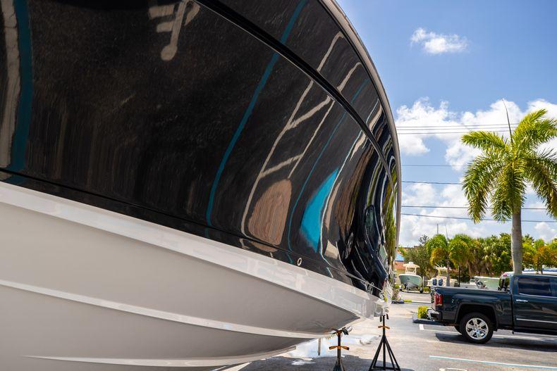 Thumbnail 5 for Used 2021 Blackfin 332CC boat for sale in Islamorada, FL