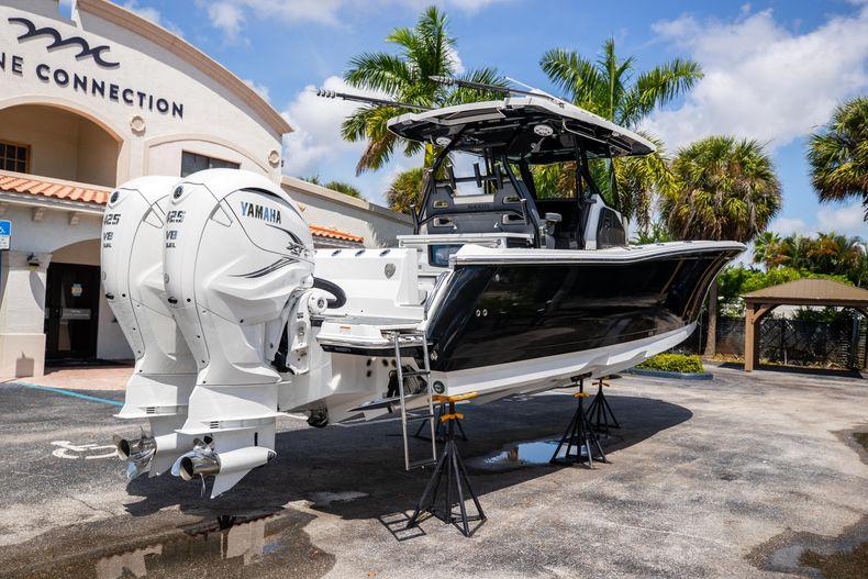 Thumbnail 10 for Used 2021 Blackfin 332CC boat for sale in Islamorada, FL