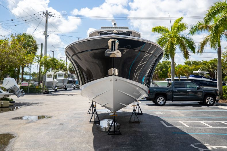 Thumbnail 3 for Used 2021 Blackfin 332CC boat for sale in Islamorada, FL