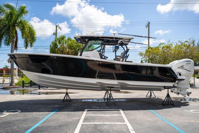 Thumbnail 6 for Used 2021 Blackfin 332CC boat for sale in Islamorada, FL