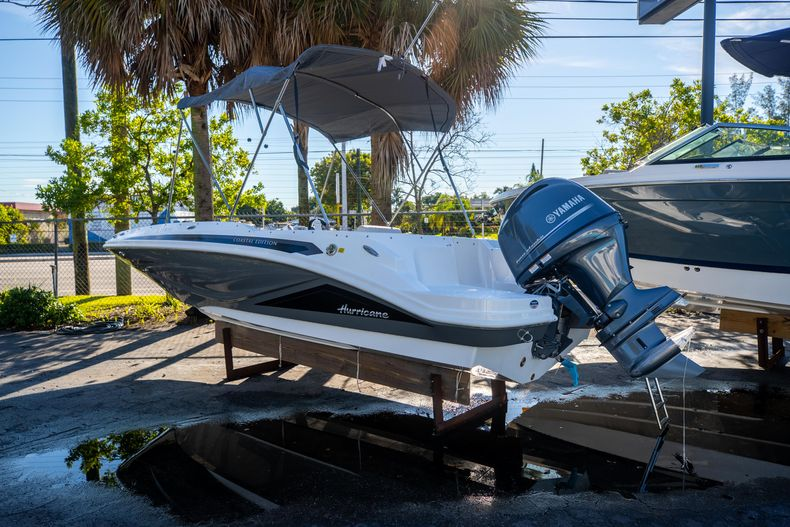Thumbnail 2 for New 2022 Hurricane SunDeck Sport SS 185 OB boat for sale in West Palm Beach, FL