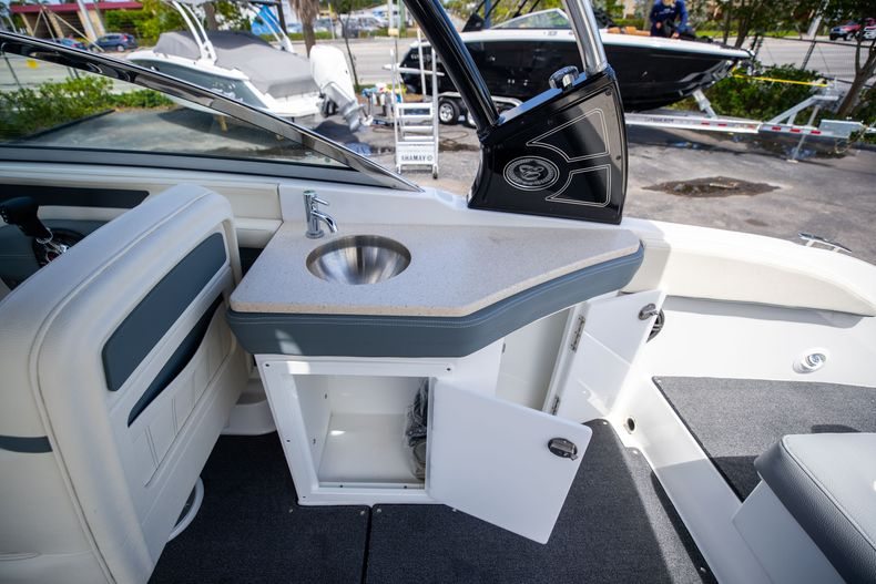 Thumbnail 18 for Used 2021 Cobalt 25SC boat for sale in West Palm Beach, FL