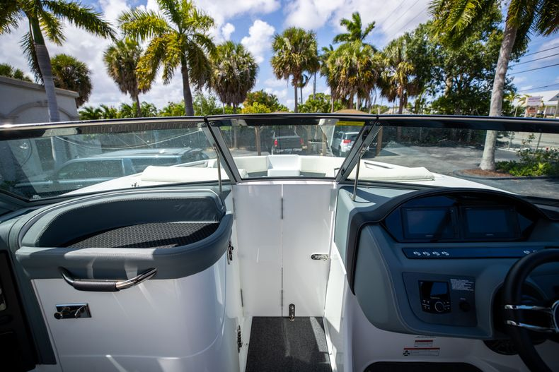 Thumbnail 39 for Used 2021 Cobalt 25SC boat for sale in West Palm Beach, FL