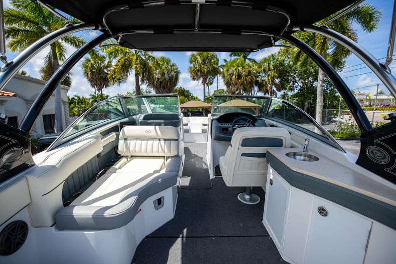 Thumbnail 15 for Used 2021 Cobalt 25SC boat for sale in West Palm Beach, FL