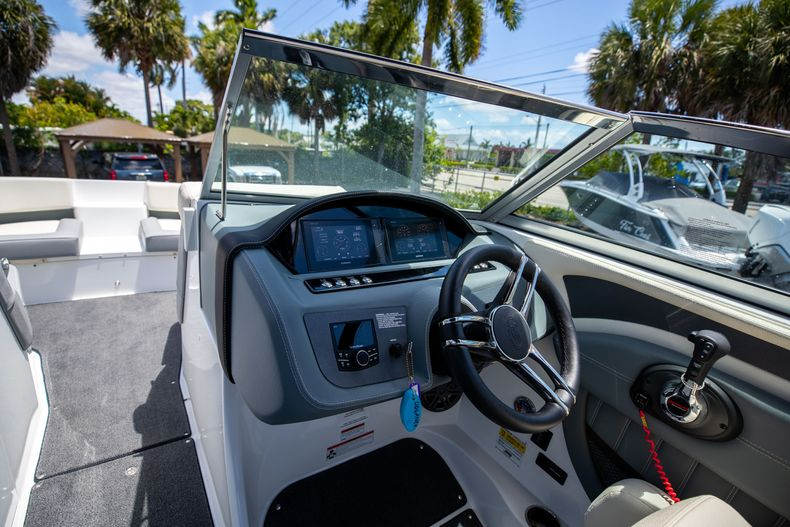 Thumbnail 24 for Used 2021 Cobalt 25SC boat for sale in West Palm Beach, FL