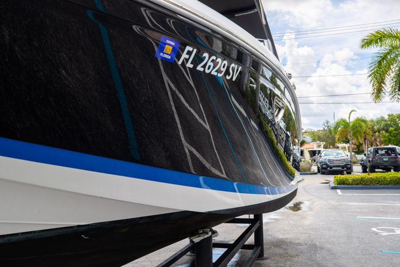 Thumbnail 5 for Used 2021 Cobalt 25SC boat for sale in West Palm Beach, FL