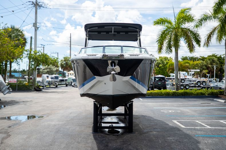 Thumbnail 3 for Used 2021 Cobalt 25SC boat for sale in West Palm Beach, FL
