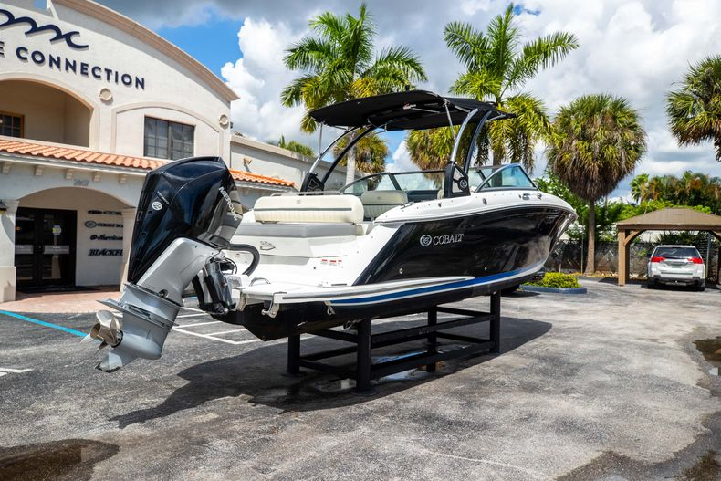 Thumbnail 10 for Used 2021 Cobalt 25SC boat for sale in West Palm Beach, FL