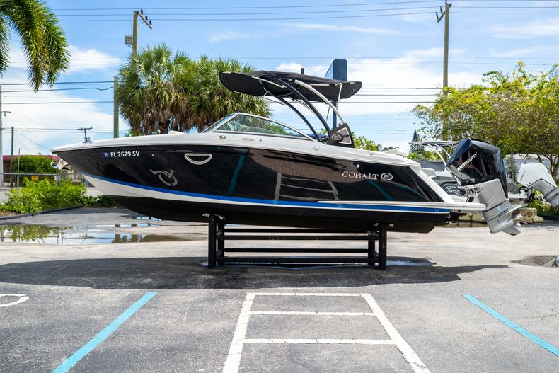 Thumbnail 6 for Used 2021 Cobalt 25SC boat for sale in West Palm Beach, FL