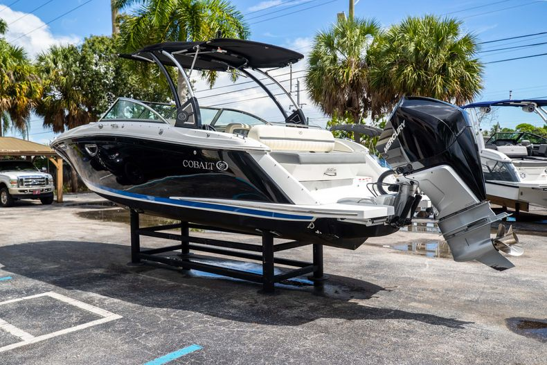 Thumbnail 7 for Used 2021 Cobalt 25SC boat for sale in West Palm Beach, FL