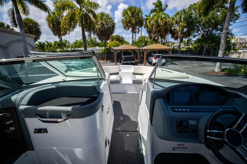Thumbnail 38 for Used 2021 Cobalt 25SC boat for sale in West Palm Beach, FL