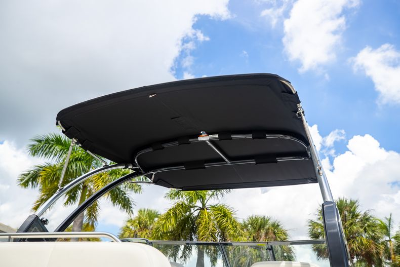 Thumbnail 12 for Used 2021 Cobalt 25SC boat for sale in West Palm Beach, FL