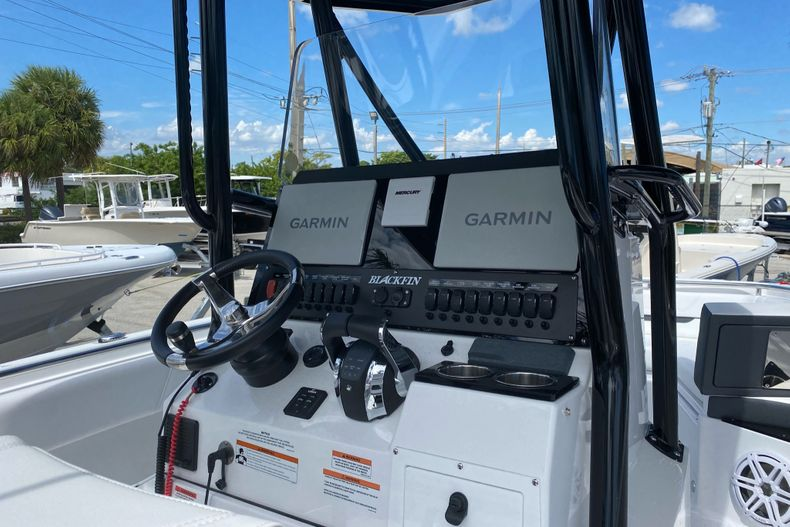 Thumbnail 3 for New 2022 Blackfin 252CC boat for sale in Fort Lauderdale, FL