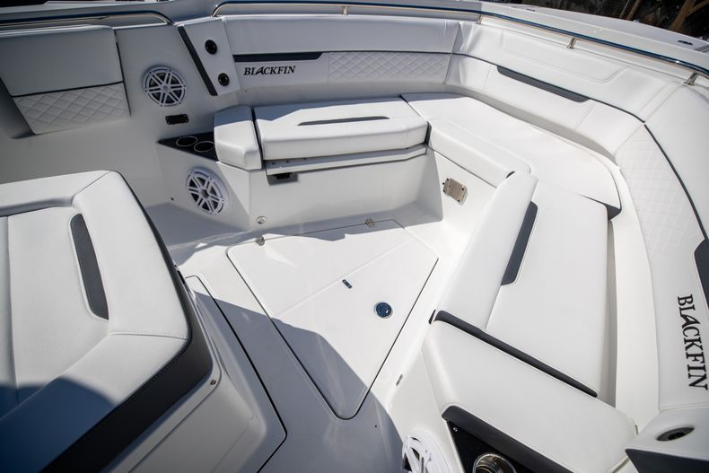 Thumbnail 54 for New 2022 Blackfin 332CC boat for sale in West Palm Beach, FL