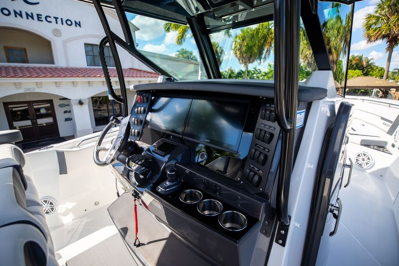 Thumbnail 30 for New 2022 Blackfin 332CC boat for sale in West Palm Beach, FL