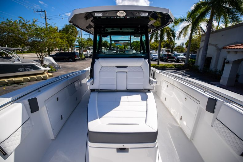 Thumbnail 58 for New 2022 Blackfin 332CC boat for sale in West Palm Beach, FL