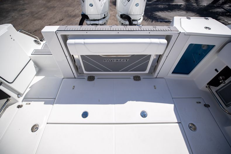 Thumbnail 14 for New 2022 Blackfin 332CC boat for sale in West Palm Beach, FL