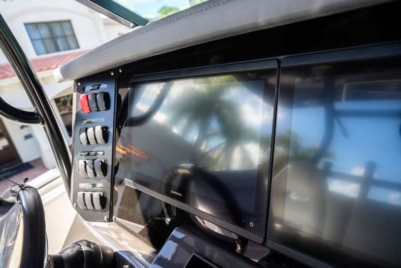 Thumbnail 36 for New 2022 Blackfin 332CC boat for sale in West Palm Beach, FL