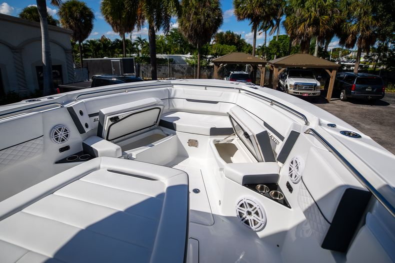 Thumbnail 50 for New 2022 Blackfin 332CC boat for sale in West Palm Beach, FL