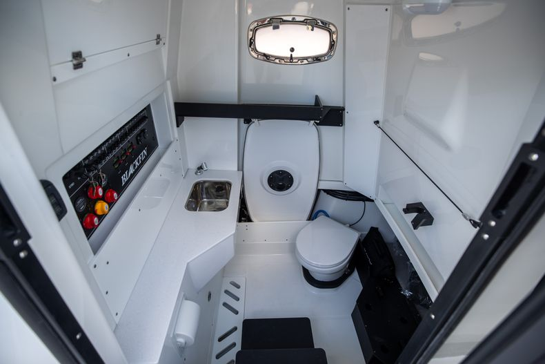 Thumbnail 46 for New 2022 Blackfin 332CC boat for sale in West Palm Beach, FL