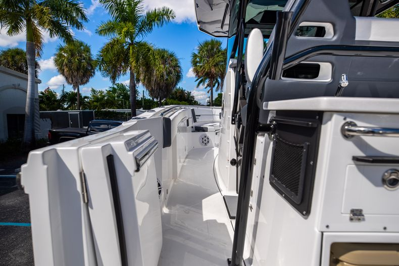 Thumbnail 27 for New 2022 Blackfin 332CC boat for sale in West Palm Beach, FL