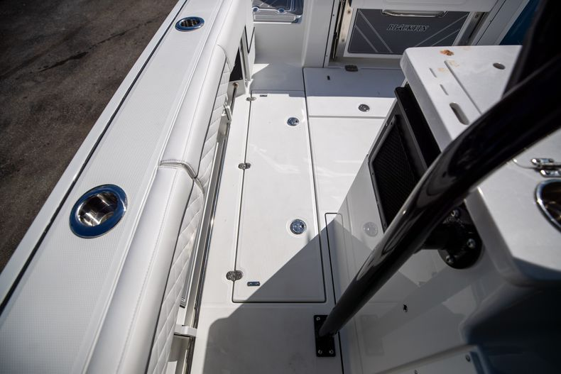 Thumbnail 20 for New 2022 Blackfin 332CC boat for sale in West Palm Beach, FL