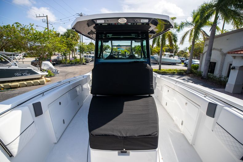Thumbnail 62 for New 2022 Blackfin 332CC boat for sale in West Palm Beach, FL