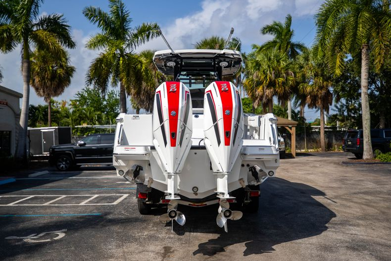 Thumbnail 6 for New 2022 Blackfin 332CC boat for sale in West Palm Beach, FL
