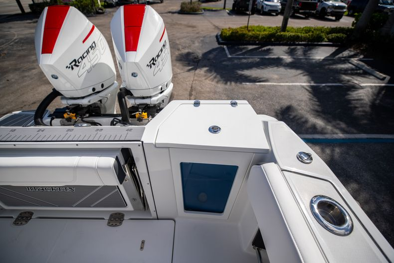 Thumbnail 16 for New 2022 Blackfin 332CC boat for sale in West Palm Beach, FL