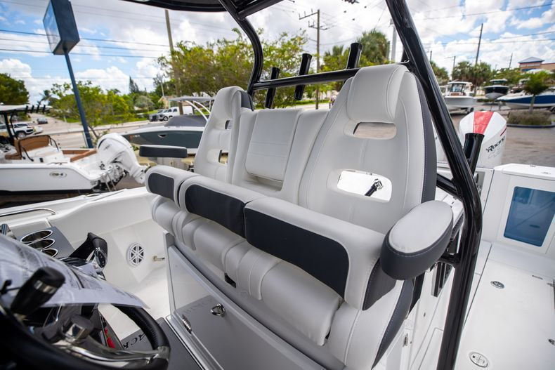 Thumbnail 42 for New 2022 Blackfin 332CC boat for sale in West Palm Beach, FL