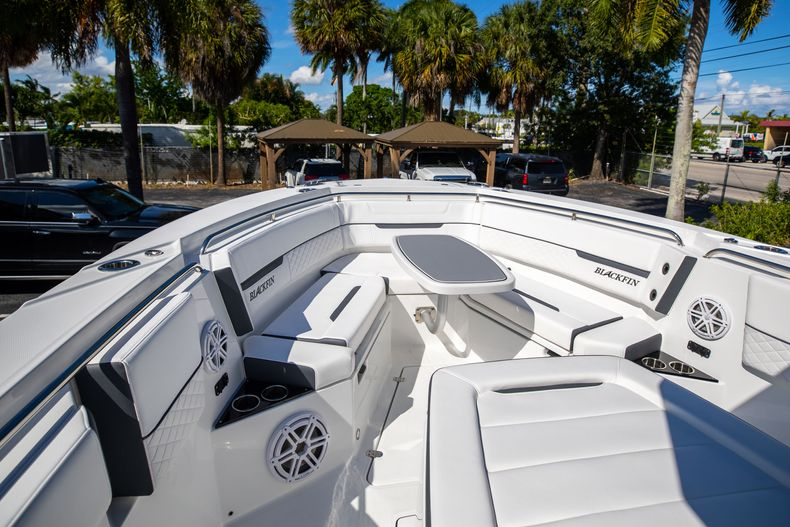 Thumbnail 52 for New 2022 Blackfin 332CC boat for sale in West Palm Beach, FL