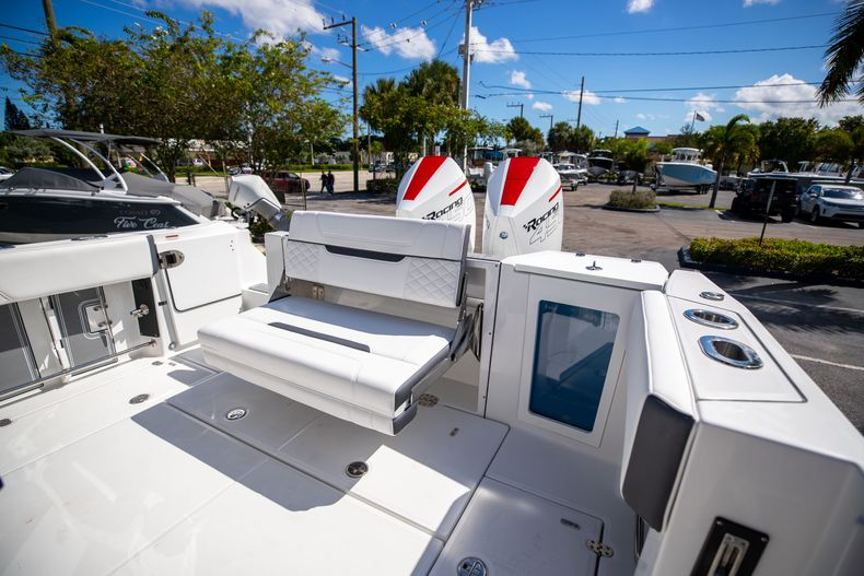 Thumbnail 13 for New 2022 Blackfin 332CC boat for sale in West Palm Beach, FL