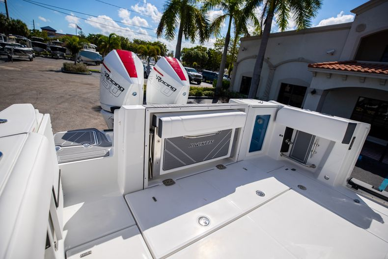 Thumbnail 10 for New 2022 Blackfin 332CC boat for sale in West Palm Beach, FL