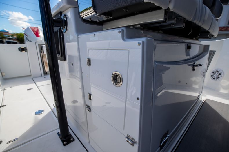 Thumbnail 22 for New 2022 Blackfin 332CC boat for sale in West Palm Beach, FL