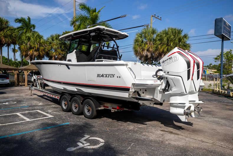 Thumbnail 5 for New 2022 Blackfin 332CC boat for sale in West Palm Beach, FL