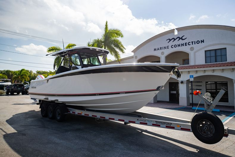Thumbnail 1 for New 2022 Blackfin 332CC boat for sale in West Palm Beach, FL