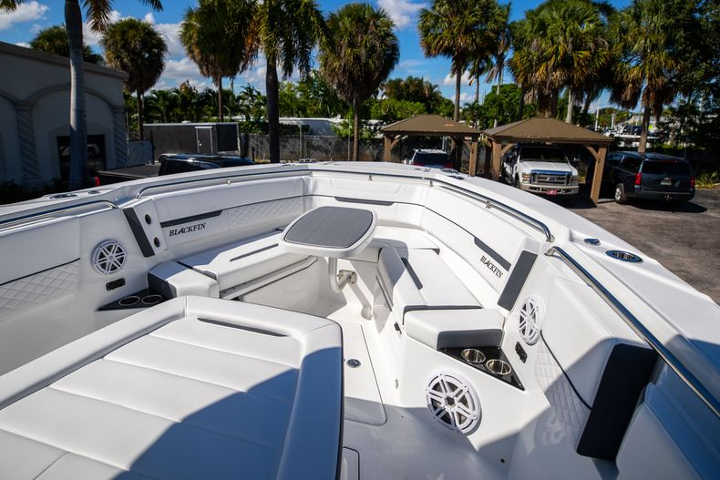 Thumbnail 49 for New 2022 Blackfin 332CC boat for sale in West Palm Beach, FL