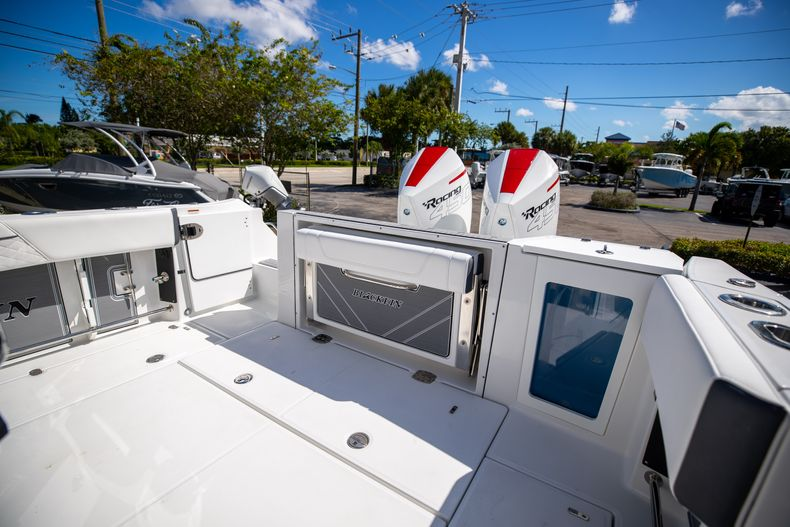 Thumbnail 12 for New 2022 Blackfin 332CC boat for sale in West Palm Beach, FL