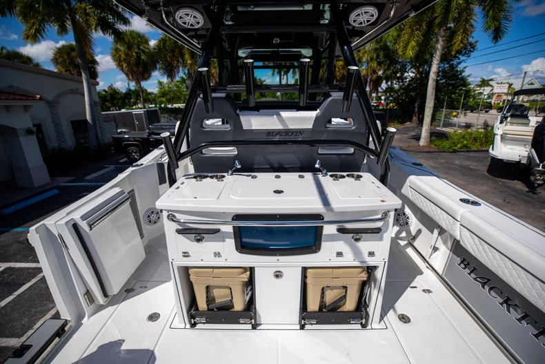 Thumbnail 24 for New 2022 Blackfin 332CC boat for sale in West Palm Beach, FL