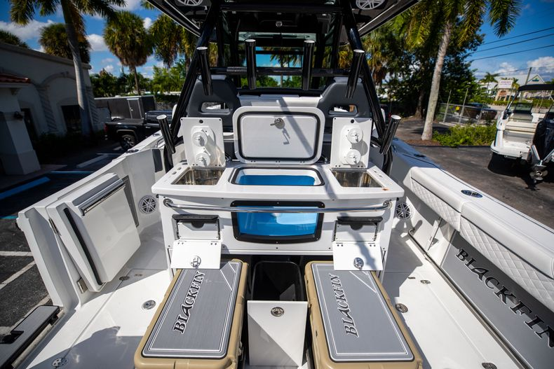 Thumbnail 25 for New 2022 Blackfin 332CC boat for sale in West Palm Beach, FL