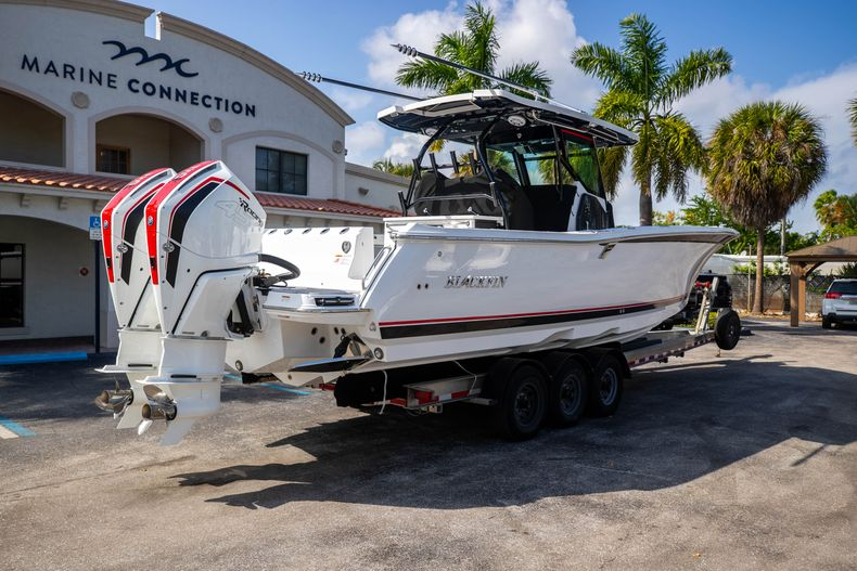 Thumbnail 7 for New 2022 Blackfin 332CC boat for sale in West Palm Beach, FL