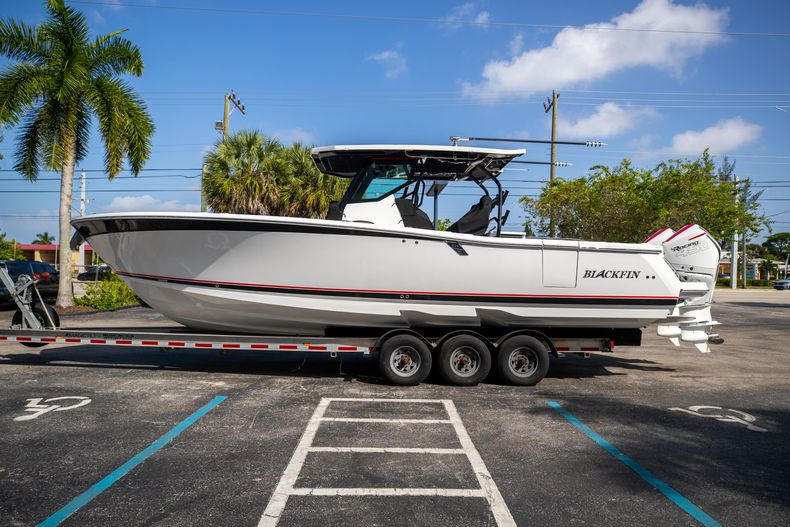 Thumbnail 4 for New 2022 Blackfin 332CC boat for sale in West Palm Beach, FL