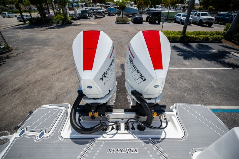 Thumbnail 9 for New 2022 Blackfin 332CC boat for sale in West Palm Beach, FL