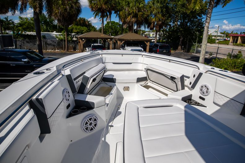 Thumbnail 53 for New 2022 Blackfin 332CC boat for sale in West Palm Beach, FL