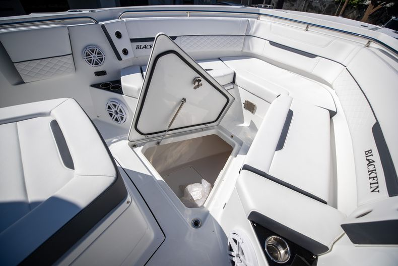 Thumbnail 55 for New 2022 Blackfin 332CC boat for sale in West Palm Beach, FL